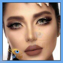 تصویر رنگ لنز مون ناوی روی چشم مدل